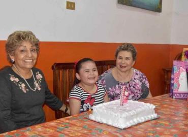 Festejo sorpresa para Leonor Cruz