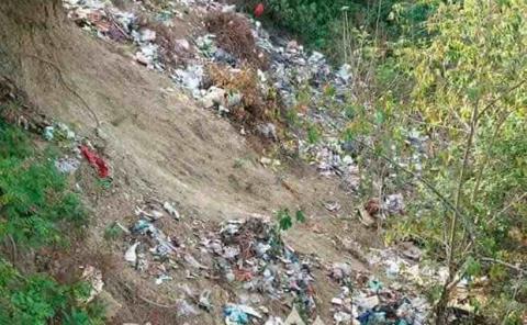 Vecinos denuncian  basurero clandestino