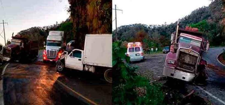 Camión impactó  una camioneta