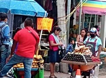 """Carretilleros"" inundan calles"