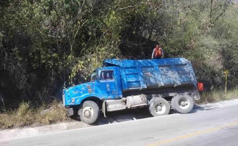 Camión chocó en la Valles-Tampico