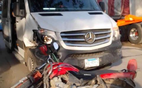 Conductor herido en fuerte choque