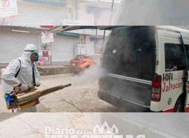 Sanitizan vehículos y la Iglesia de San Juan