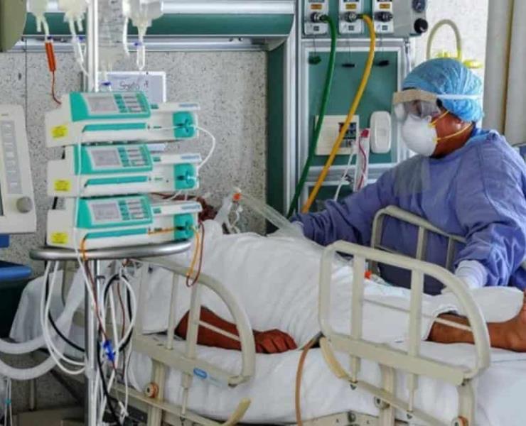 Más pacientes con Covid-19 Británico