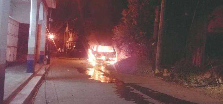 Queman otro vehículo en la Nezahualcóyotl