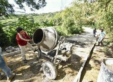 Municipio mejora caminos rurales