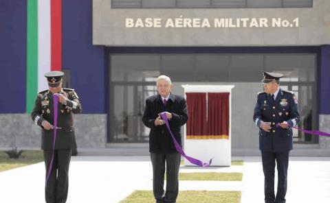 Inaugura AMLO Base Aérea Militar No. 1 en Santa Lucía