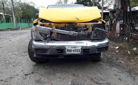 Camioneta chocó contra un autobús
