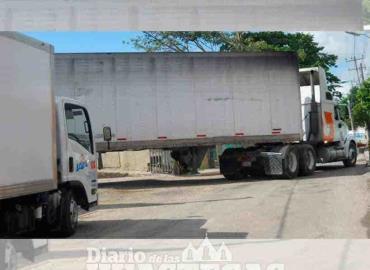 Camiones causan daño al pavimento