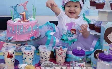 Feliz en su cumple la nena Roxana