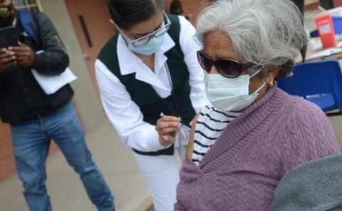 Ancianos recibirán dosis anti Covid-19