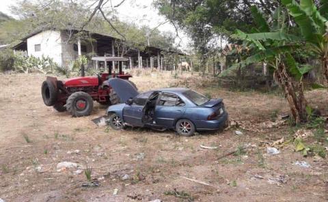 Chofer se durmió y chocó su auto