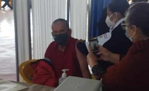 Inició vacunación contra Covid-19