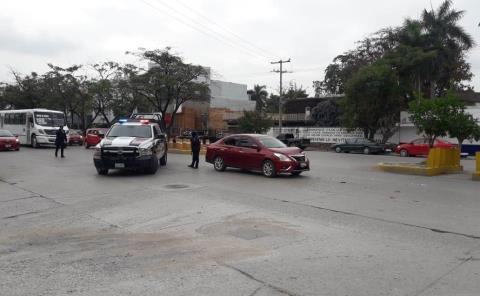 Taxista provocó choque con auto