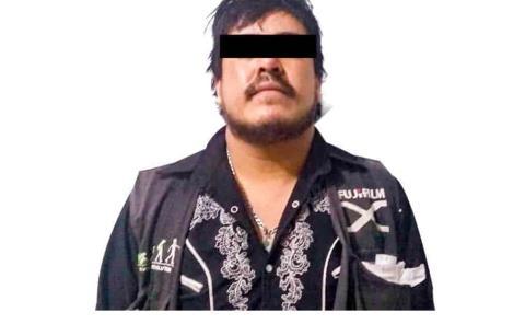 Policía Estatal asegura a dos personas y dos autos con reporte de robo en Actopan