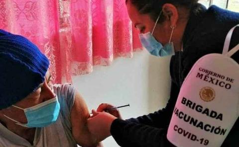 Aplicación de vacuna vigilada por el Ejército