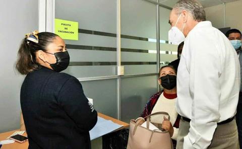 Supervisó Gobernador aplicación de vacunas