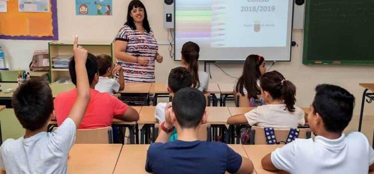 Investigan quejas contra colegios