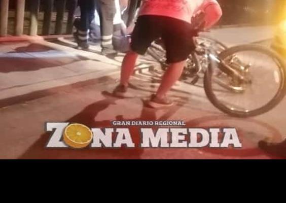 Ciclista lesionada al caer en bulevar