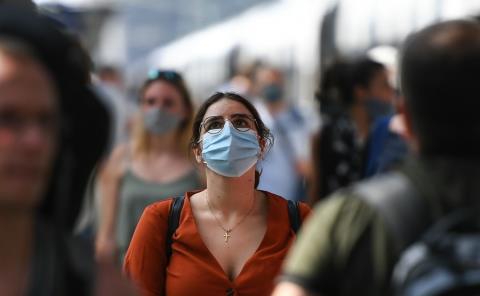 A un año de pandemia hay 185,715 muertes por COVID