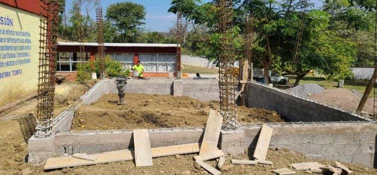 Obra en escuela construye Alcaldía
