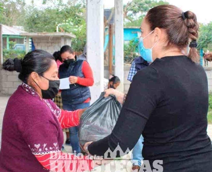 Alcaldesa dio despensas a las familias vulnerables