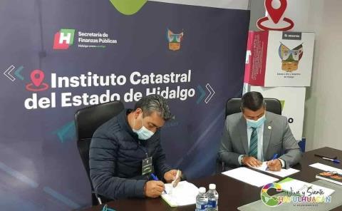 Firma Sergio Meléndez convenio con catastro