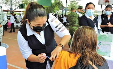 Sigue aplicación de la vacuna en Valles