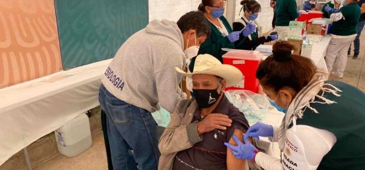 Urge agilizar la vacunación