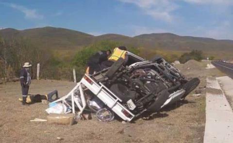 Volcó camioneta dos lesionados