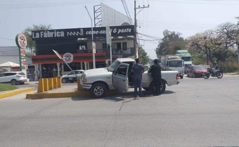 Chocaron auto y vehículo americano