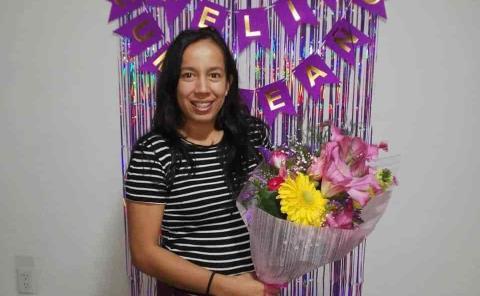 Flores y pastel a Ximena Zecaida