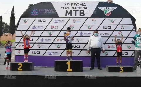 Incontenible la pequeña Indhra Natalia Muñoz C.