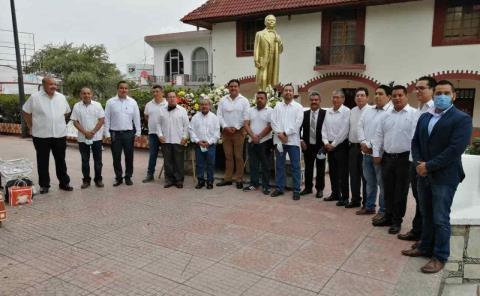 Rindieron tributo a Benito Juárez