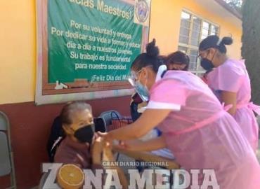 Más de 2,500 adultos recibieron su vacuna
