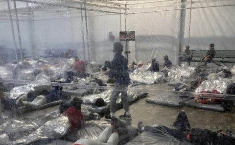 Migrantes detenidos en grave situación