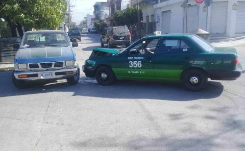 """""""Troca"""" chocó contra un taxi"""