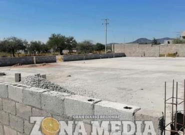 Ejidatarios construyeron dos canchas en Palomas