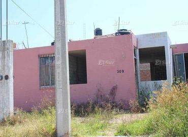 Invaden casas abandonadas