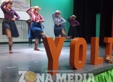 Niños fomentan el folklor con el baile