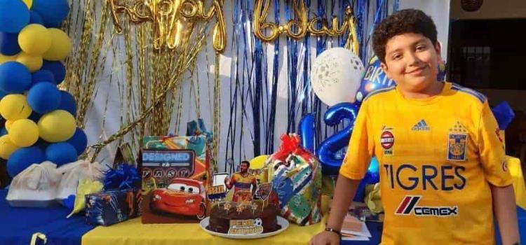 Con caravana festejan a Pedro Antonio Cruz