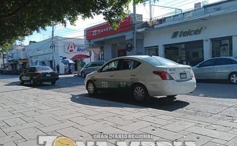 Taxistas batallan por alza en combustibles