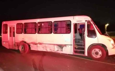 Camión cañero chocó vs. autobús