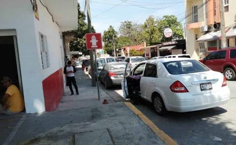 Deben multar por 'bloquear' hidrantes