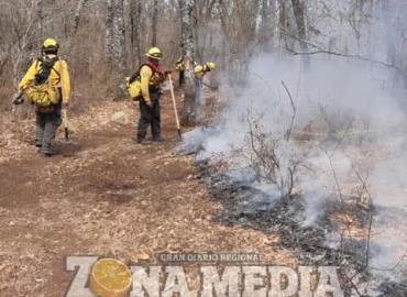 Dos fuertes incendios activos en localidades
