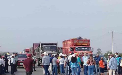Consejeros cierran carretera a Tampico