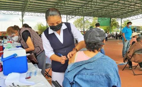 En mayo aplicarán vacuna a maestros