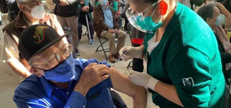 14 mil 160 adultos se vacunaron en 3 días