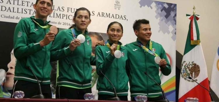 Solicitan aumento al estímulo a medallistas