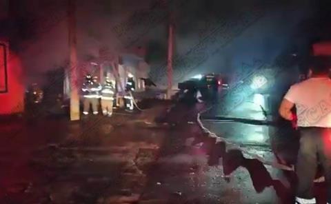 Arde Tlapalería en el Barrio San Antonio